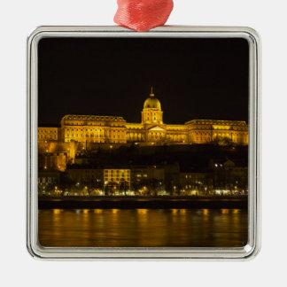 夜のBudaの城ハンガリーブダペスト メタルオーナメント