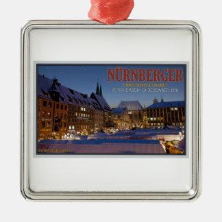 夜のNürnberg Christkindlesmarkt シルバーカラー正方形オーナメント