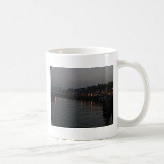 夜のWhitby港 コーヒーマグカップ