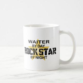 夜までにウェイターのロックスター コーヒーマグカップ