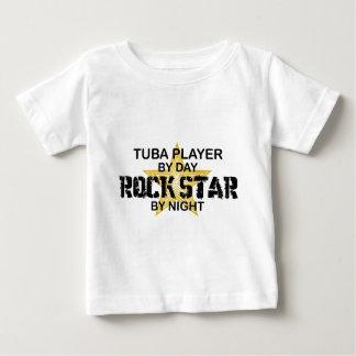 夜までにテューバのロックスター ベビーTシャツ