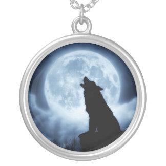 夜オオカミのネックレスの叫び シルバープレートネックレス