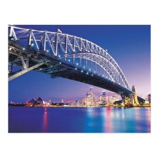夜オーストラリアのシドニーのハーバーブリッジ ポストカード