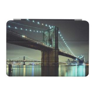 夜マンハッタン橋のブルックリン橋 iPad MINIカバー