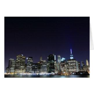 夜ライトのマンハッタンスカイライン、ニューヨークシティ カード