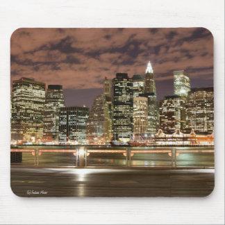 夜ライト、NYCのマンハッタンスカイライン マウスパッド