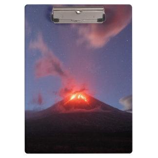 夜噴火の活火山 クリップボード