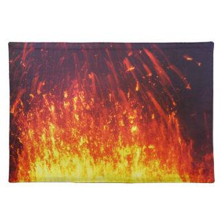 夜噴火の火山: 噴火口の花火の溶岩 ランチョンマット