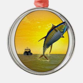 夜明けにスポーツの魚釣り メタルオーナメント