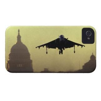 夜明けにモールのハリアーのジェット機の着陸との Case-Mate iPhone 4 ケース