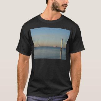 夜明けに標識 Tシャツ