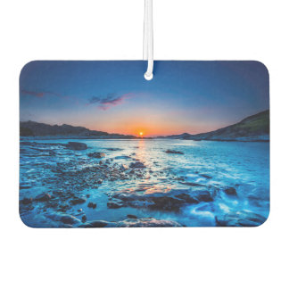 夜明けに海岸の地平線上の日の出 カーエアーフレッシュナー