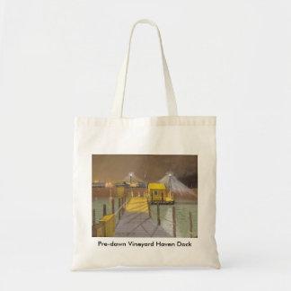 夜明け前のブドウ園の避難所の波止場 トートバッグ