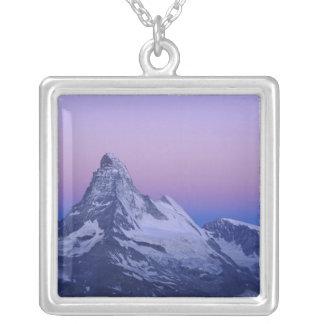 夜明け、Zermattのスイスのアルプスにマッターホルン、 シルバープレートネックレス