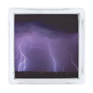夜砂漠の雷雨の紫色の稲妻 シルバー ラペルピン