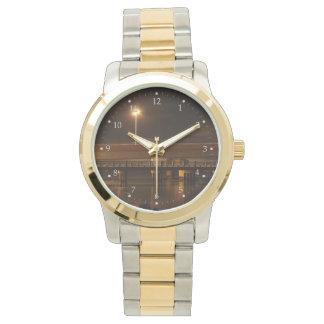 夜警員の橋 腕時計