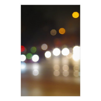 夜都市のライトの抽象的なぼやけた点 便箋
