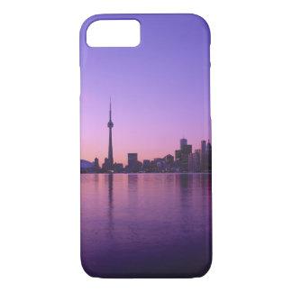 夜、オンタリオ、カナダのトロントのスカイライン iPhone 8/7ケース