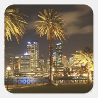 夜、シドニーの新しい南のヤシの木そしてCBD スクエアシール