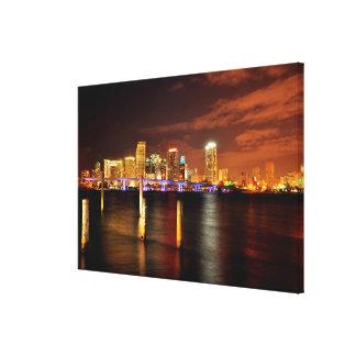夜、フロリダのマイアミのスカイライン キャンバスプリント