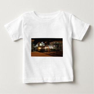 夜- 3のシェーカーの正方形 ベビーTシャツ