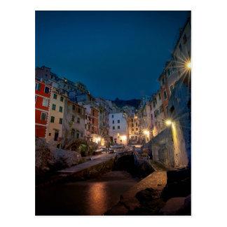 夜、Cinque Terre、イタリアのRiomaggioreの村 ポストカード