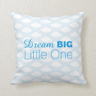 夢の大きく小さい1つは青い枕を曇らせます クッション