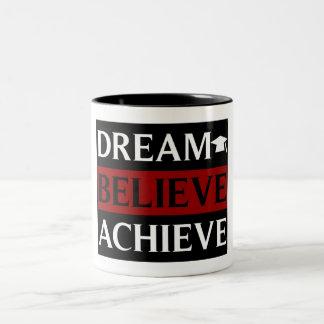 夢は達成します教育のマグを信じます ツートーンマグカップ