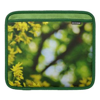 夢みるようで黄色い花および緑の葉のiPadの袖 iPadスリーブ
