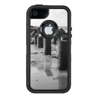 夢みるような防波堤のグレースケール オッターボックスディフェンダーiPhoneケース