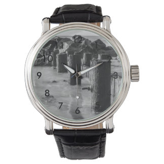 夢みるような防波堤のグレースケール 腕時計