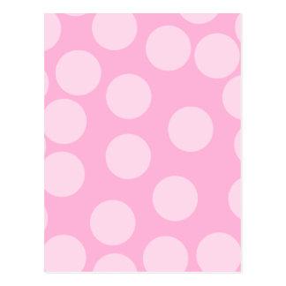大きいドット・パターン。 淡いピンクおよびキャンデーのピンク ポストカード