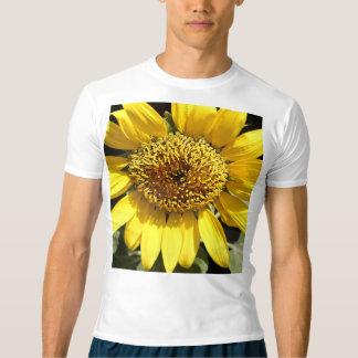 大きいヒマワリの黄色い花びら Tシャツ