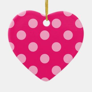 大きいレトロの点-ショッキングピンクの背景のピンク セラミックオーナメント