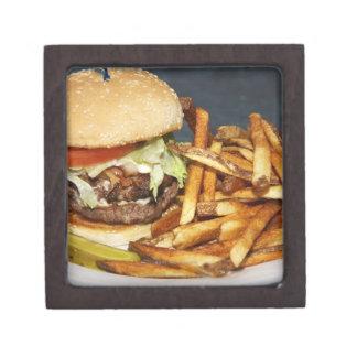大きい二重半分のポンドのハンバーガーはコーラ揚がり、 ギフトボックス