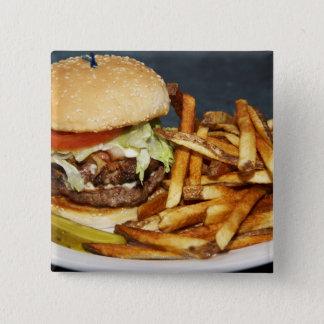 大きい二重半分のポンドのハンバーガーはコーラ揚がり、 缶バッジ