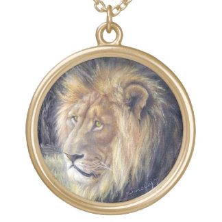 大きい円形のゴールド・トーンのライオンのネックレス ゴールドプレートネックレス