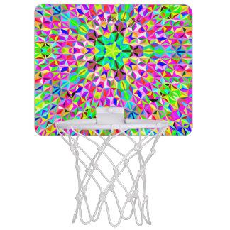 大きい多色刷りの3D多角形パターン ミニバスケットボールゴール