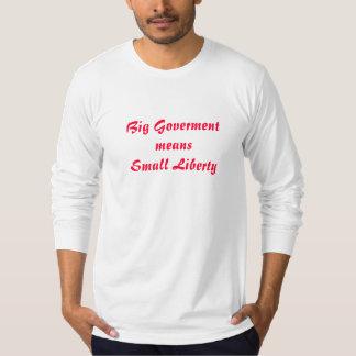 大きい政府は小さい自由を意味します Tシャツ