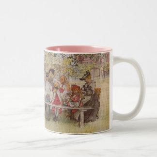 大きい樺の木の下の朝食 ツートーンマグカップ