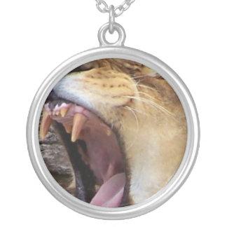 大きい歯 シルバープレートネックレス