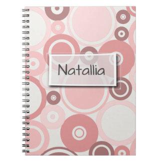 大きい水玉模様のモモのテーマのノート ノートブック