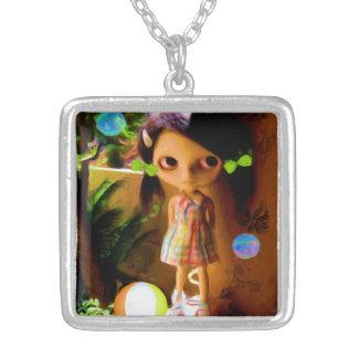 大きい注目された女の子の正方形のネックレス シルバープレートネックレス