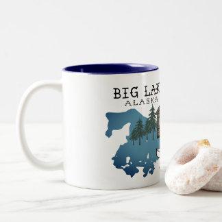 大きい湖のアラスカの小屋のマグ ツートーンマグカップ