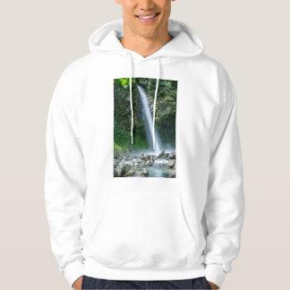 大きい滝、コスタリカの前に坐っている人 パーカ