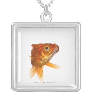 大きい目3を持つ金魚 シルバープレートネックレス