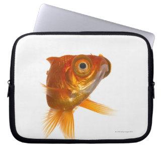 大きい目3を持つ金魚 ラップトップスリーブ