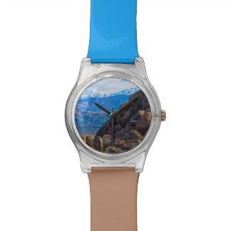 大きい石および山 腕時計