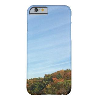 大きい空および紅葉 BARELY THERE iPhone 6 ケース