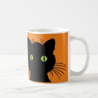 大きい緑色の目の黒猫のハッピーハローウィンのデザイン コーヒーマグカップ